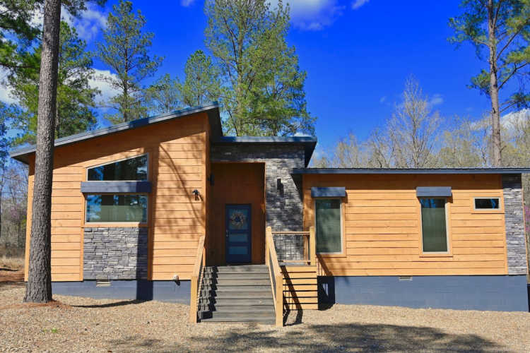 24 Karat Cabin exterior